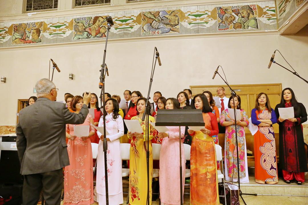 Ca đoàn Hương Việt của Gx St Boniface dâng lên tiếng hát Mùa Xuân
