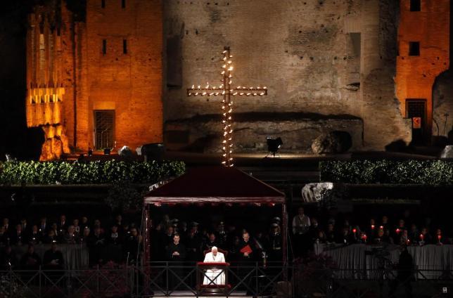 Suy niệm Đàng Thánh Giá Đức Thánh Cha cử hành tại Roma