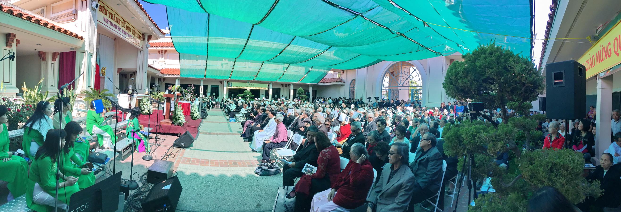 Cộng đồng giáo dân Việt Nam, và giáo xứ Anaheim tham dự Đại Lễ Lòng Chúa Thương Xót tại TT Công Giáo, Santa Ana (#3)